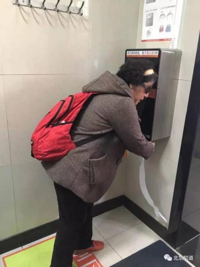 Chuyện thật như đùa ở Bắc Kinh: Lắp máy nhận diện gương mặt phát giấy vệ sinh để tránh biển thủ - Ảnh 5.