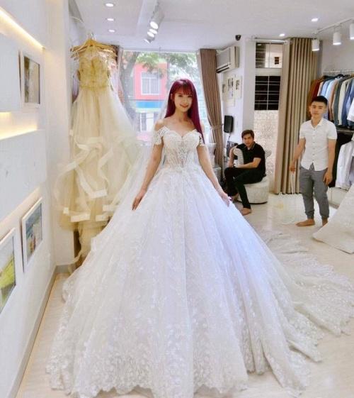 Khởi My được khen hết lời khi diện bộ váy cưới đính 8000 viên pha lê - Ảnh 4.