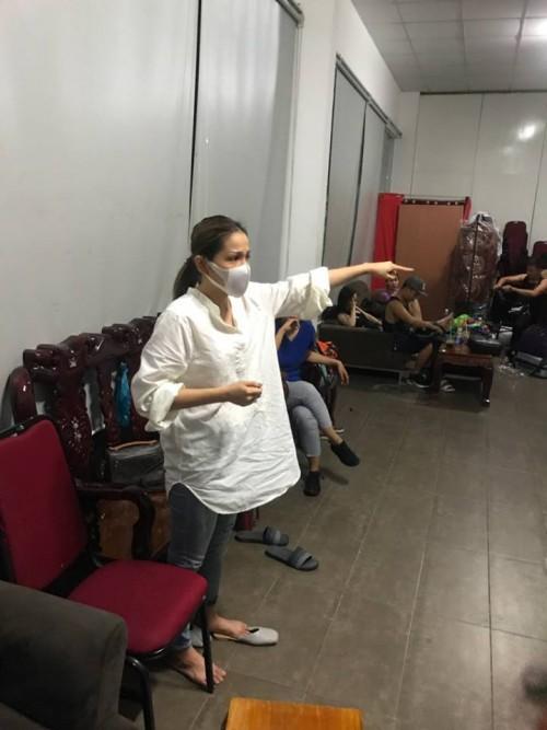 Hồi phục sau sự cố bị bỏng mặt, Khả Như chia sẻ: Ngày được make up lên sân khấu, tôi run người và bật khóc - Ảnh 1.