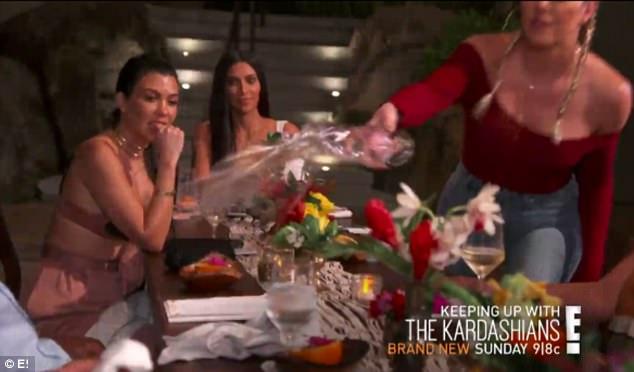 Kim cùng gia đình tạt nước vào mặt anh rể vì lén dẫn gái lạ về khách sạn - Ảnh 3.