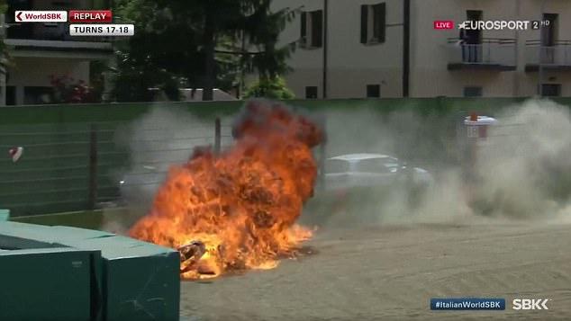 Rợn người cảnh tay đua thoát chết trong gang tấc khi xe đua bốc cháy - Ảnh 4.