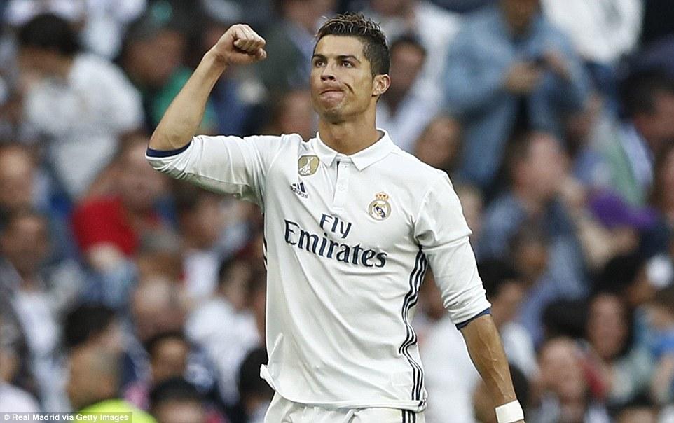 Ronaldo l p k l c ghi 400 b n cho real madrid for Ban ban sevilla