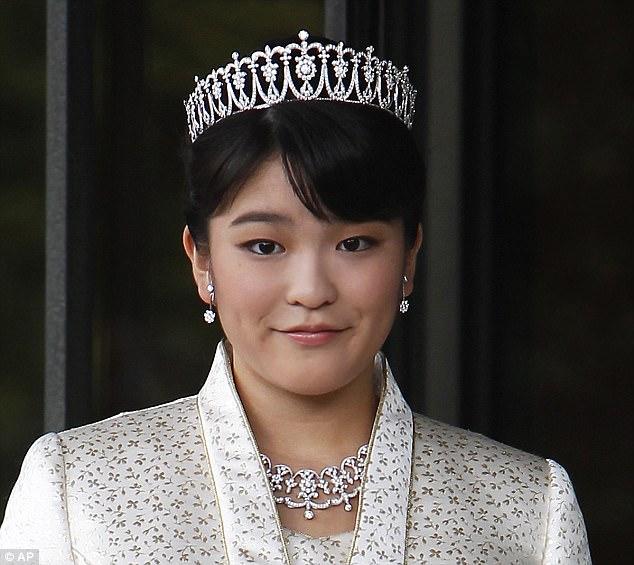 '. Công chúa Nhật Bản từ bỏ địa vị hoàng gia để kết hôn với thường dân .'