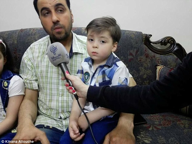 """Cậu bé """"biểu tượng chiến tranh Syria"""" sau một năm như thế nào? - Ảnh 3"""