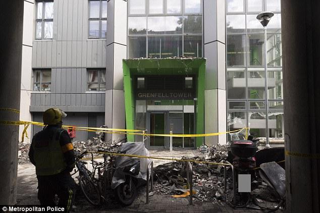 Hình ảnh các vật dụng bên trong tòa chung cư ở London biến dạng, cháy đen thành tro - Ảnh 8