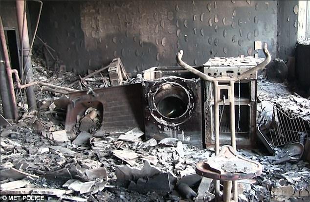 Hình ảnh các vật dụng bên trong tòa chung cư ở London biến dạng, cháy đen thành tro - Ảnh 7
