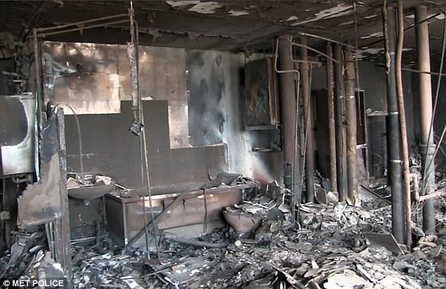 Hình ảnh các vật dụng bên trong tòa chung cư ở London biến dạng, cháy đen thành tro - Ảnh 6