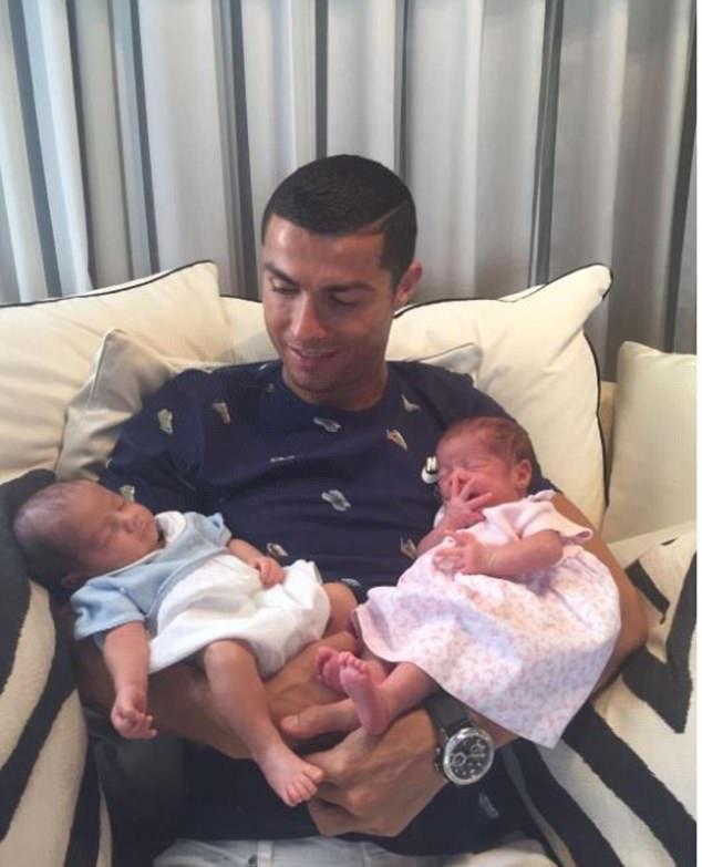 Cặp sinh đôi của Ronaldo đã ra đời như thế nào? - Ảnh 1.