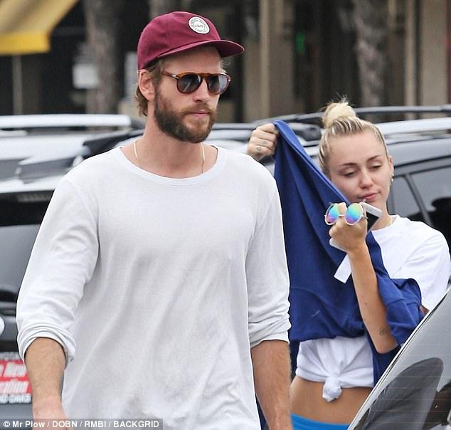 Miley - Liam hẹn hò hạnh phúc sau tin đồn rạn nứt vì chuyện phân chia tài sản - Ảnh 2.