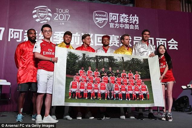 Sao Arsenal mặc áo lụa, tập múa võ cổ truyền Trung Quốc - Ảnh 5.
