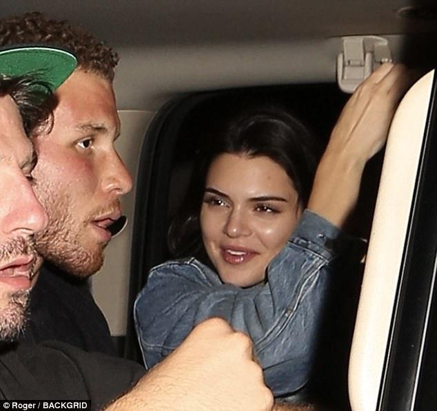 Một tay bắt hai cá, Kendall Jenner vừa yêu rapper lại vừa hẹn hò siêu sao bóng rổ - Ảnh 4.