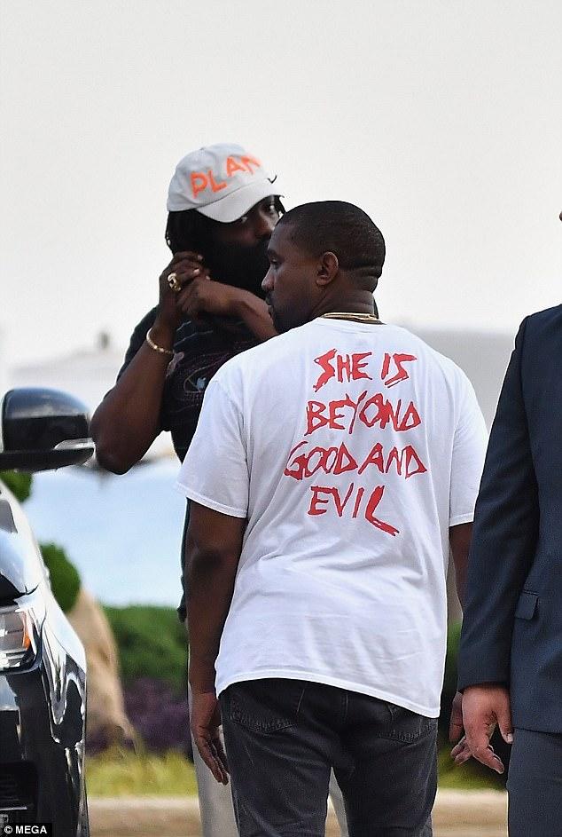 Bị xỉa xói trong MV LWYMMD, Kanye liền diện áo in khẩu hiệu to đùng để chế giễu lại Taylor Swift? - Ảnh 2.
