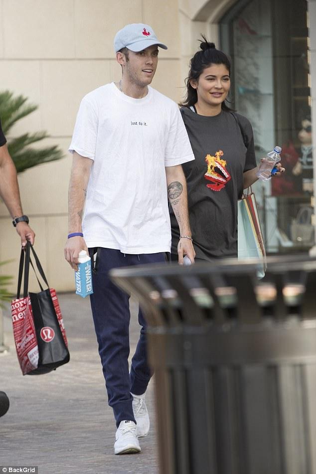 Kylie Jenner đã mang thai 4 tháng và đây chính là bố của em bé