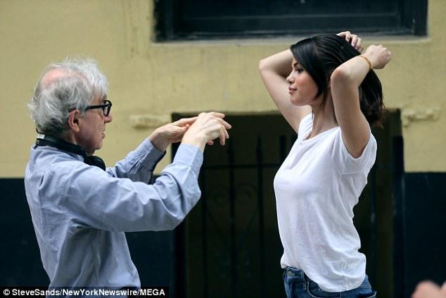 10 năm rồi, Selena Gomez vẫn không chịu già mà cứ trẻ mãi như thời công chúa Disney! - Ảnh 6.