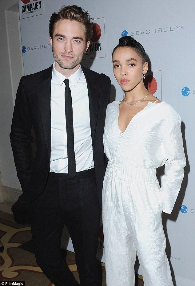 Robert Pattinson chia tay vị hôn thê kém xinh vì đã cảm thấy mệt mỏi - Ảnh 1.