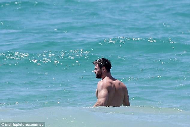 Thân hình đẹp như một vị thần, thảo nào Chris Hemsworth được chọn đóng vai Thor! - Ảnh 4.