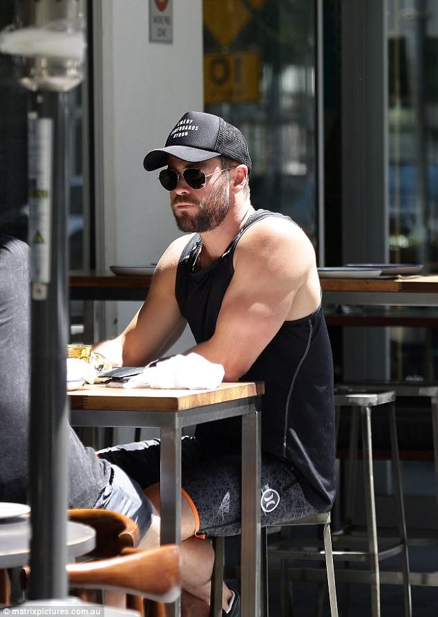 Thân hình đẹp như một vị thần, thảo nào Chris Hemsworth được chọn đóng vai Thor! - Ảnh 13.