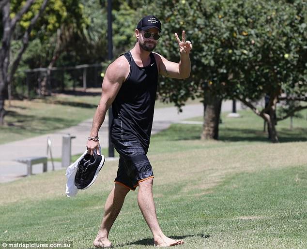 Thân hình đẹp như một vị thần, thảo nào Chris Hemsworth được chọn đóng vai Thor! - Ảnh 12.