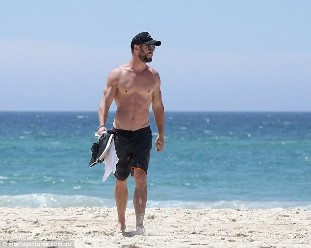 Thân hình đẹp như một vị thần, thảo nào Chris Hemsworth được chọn đóng vai Thor! - Ảnh 7.