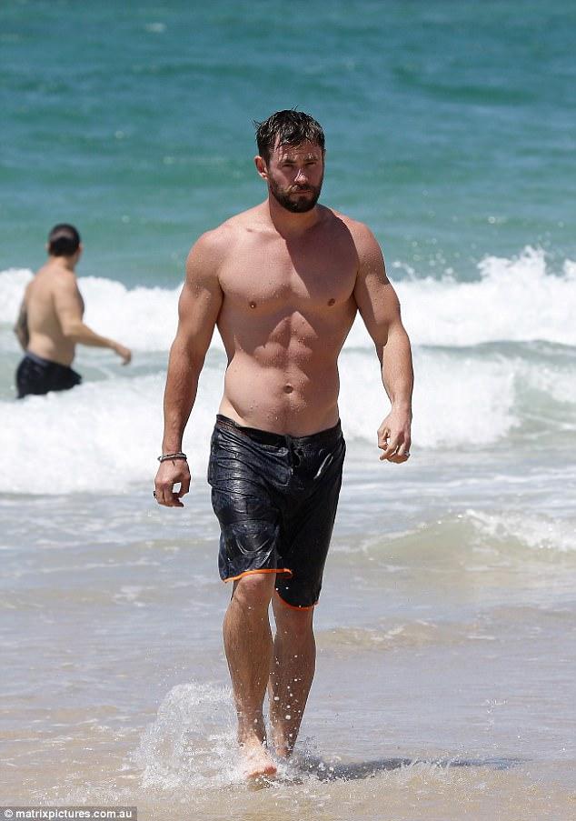 Thân hình đẹp như một vị thần, thảo nào Chris Hemsworth được chọn đóng vai Thor! - Ảnh 2.