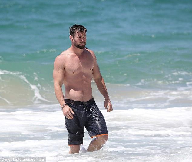 Thân hình đẹp như một vị thần, thảo nào Chris Hemsworth được chọn đóng vai Thor! - Ảnh 3.