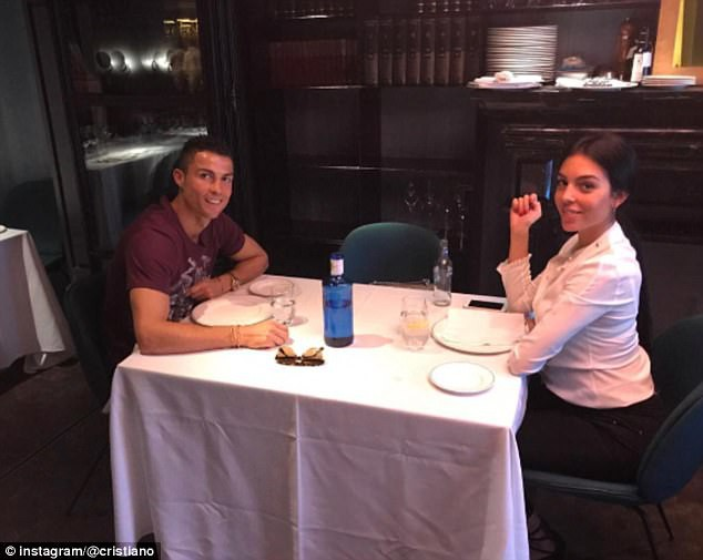 Vừa sinh con gái cho Ronaldo, Georgina vẫn giữ dáng thon gọn đến khó tin - ảnh 4