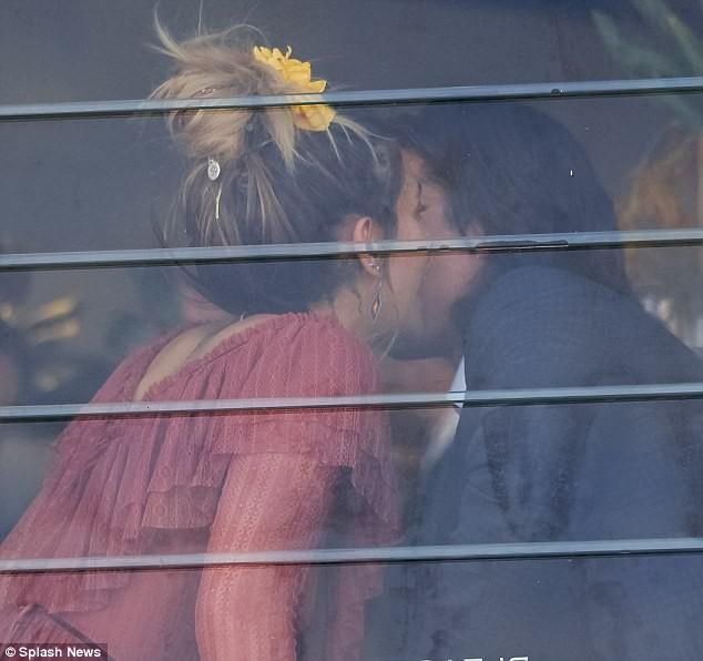 Con gái xinh đẹp của Michael Jackson bị bắt gặp thân mật bên anh chàng 6 múi siêu điển trai - Ảnh 7.