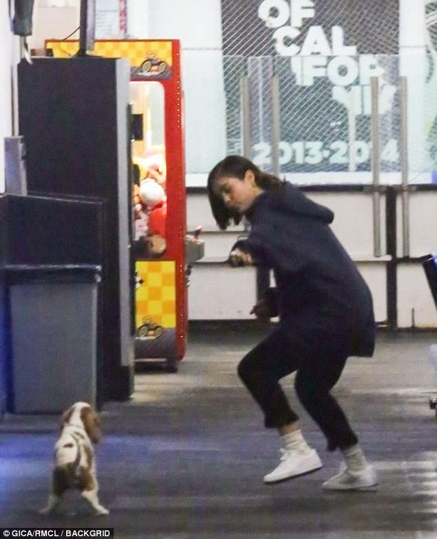 Justin và Selena công khai môi kề môi đắm đuối giữa sân băng sau khi tái hợp - Ảnh 8.