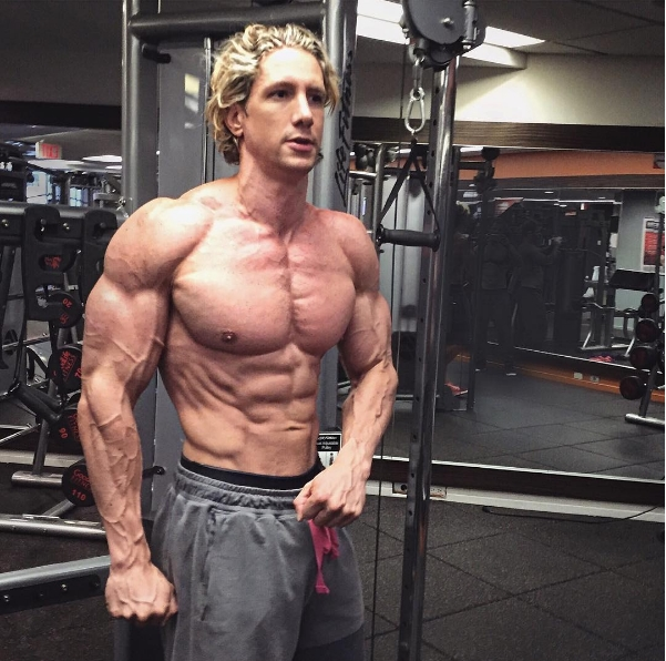 Vận động viên thể hình gây sốt với cơ bắp cuồn cuộn và gương mặt đẹp như tài tử - Ảnh 6.