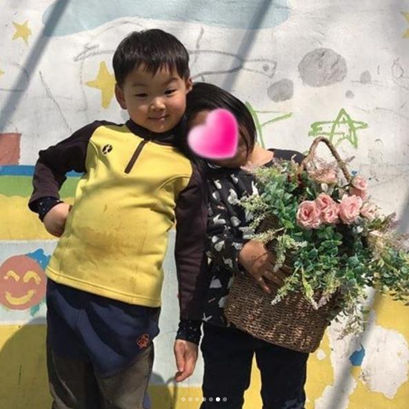 Sao nhí Superman Returns Song Minguk diễn lại đám cưới dễ thương ở trường mẫu giáo - Ảnh 6.