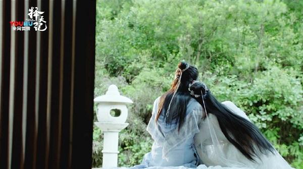 Cổ Lực Na Trát sẽ có ngày vẹo cổ nếu cứ tựa vào vai Luhan như thế! - Ảnh 4.