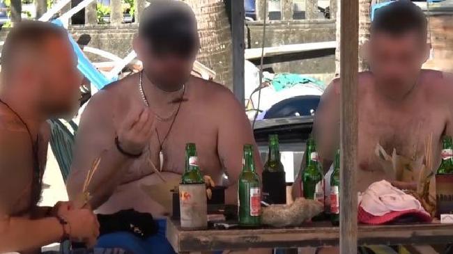 Khách du lịch Úc phẫn nộ vì bị lừa ăn thịt chó, trá hình thịt gà xiên trên đảo Bali - Ảnh 2.