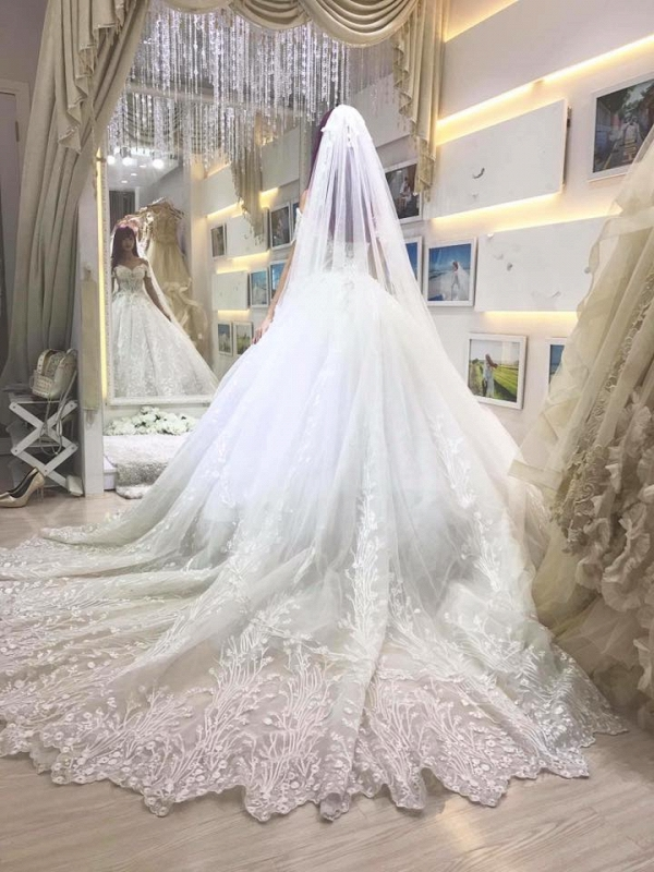 Khởi My được khen hết lời khi diện bộ váy cưới đính 8000 viên pha lê - Ảnh 5.