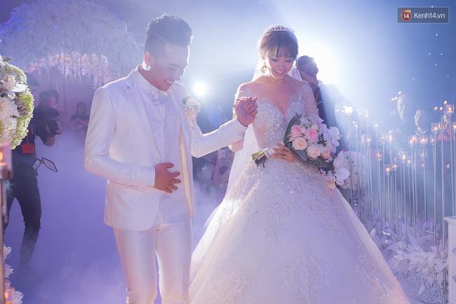 Điểm lại những đám cưới xa hoa, đình đám trong showbiz Việt khiến công chúng suýt xoa - Ảnh 11.
