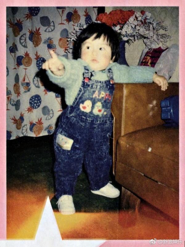 Hình ảnh quý tử nhà Angela Baby - Huỳnh Hiểu Minh lần đầu được paparazzi tiết lộ: Bụ bẫm đáng yêu giống bố ngày nhỏ y xì đúc!