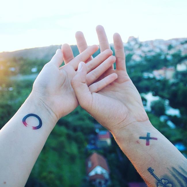 Gợi ý 21 hình xăm đôi độc đáo dành cho những cặp đôi đang yêu nhau tưởng chết - Ảnh 13.