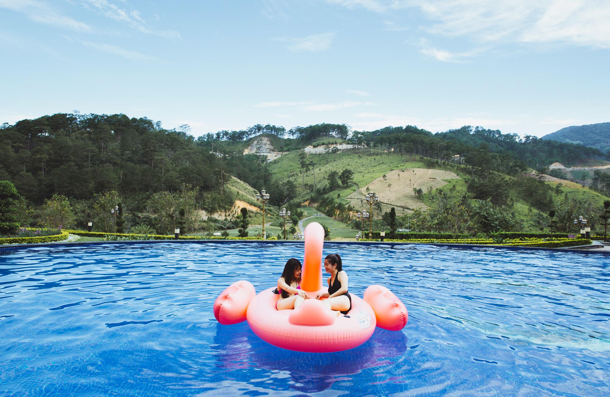 """Check-in khu nghỉ dưỡng có hồ bơi ngắm đồi núi sống ảo """"hot"""" nhất Đà Lạt - Ảnh 8."""