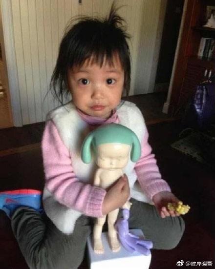 Con gái Triệu Vy bị chê quê mùa vì không mặc quần áo hàng hiệu - Ảnh 3.