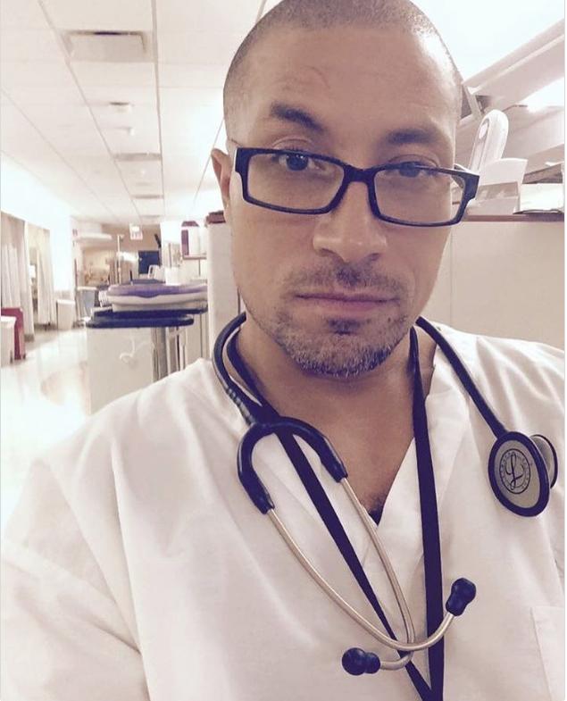 Người mẫu, diễn viên đẹp trai đã là gì; giờ mốt phải là nam bác sĩ, y tá đẹp đến rụng rời - Ảnh 23.