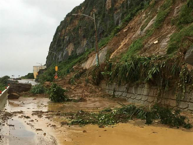 Người dân Đài Loan chật vật đối mặt với ngập úng khắp nơi bởi trận mưa lớn kỷ lục trong 17 năm qua 12