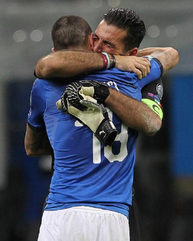 Sau 60 năm, lần đầu tiên Italia phải ngồi nhà xem World Cup - Ảnh 15.