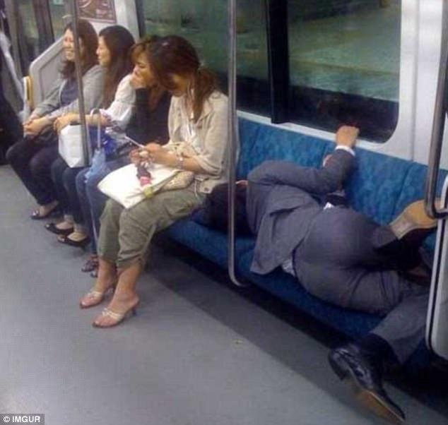 Những khoảnh khắc ngủ gật hài hước khiến bạn phải ôm bụng cười - Ảnh 17.