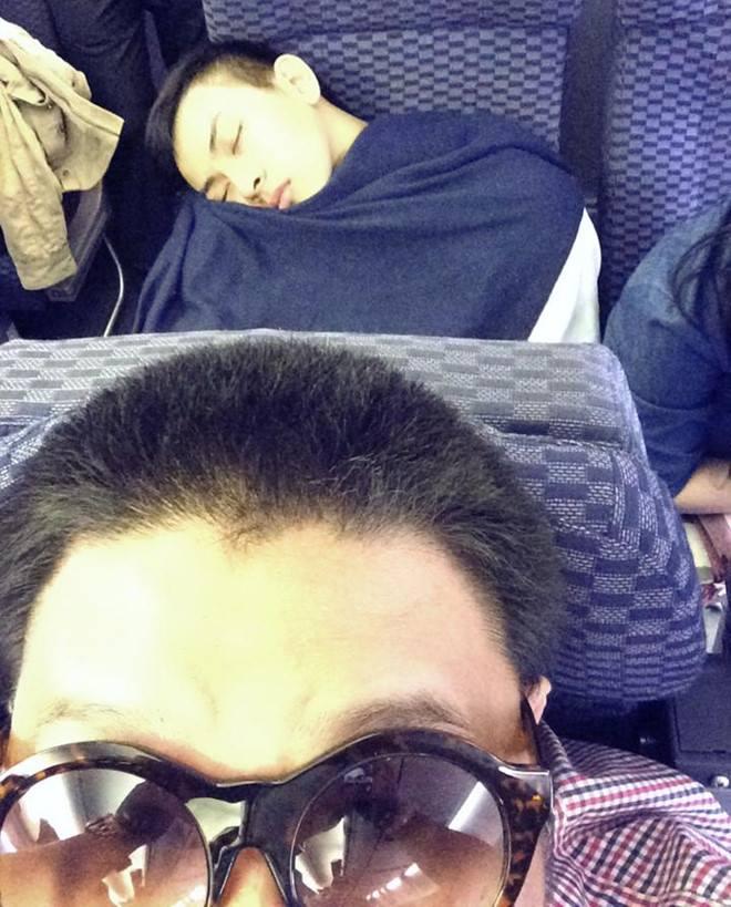 Hoài Lâm bị bạn ghi lại khoảnh khắc ngủ hớ hênh cực khó đỡ - Ảnh 3.