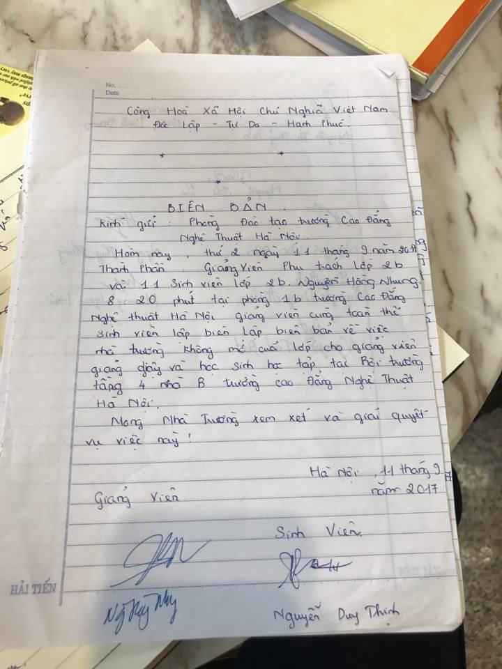 Đời sống: Bên trong trường học vợ NS Xuân Bắc tố học sinh phải kê dép, lấy ghế ngoài bãi phế thải để ngồi