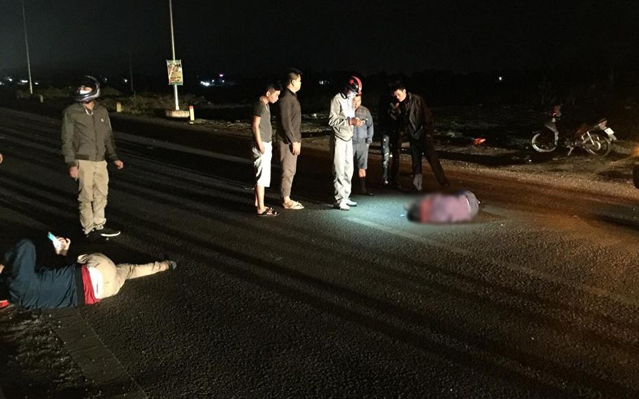 Thanh Hóa: Xe máy đang đi thì đâm vào xe tải đỗ bên đường, 2 người thương vong