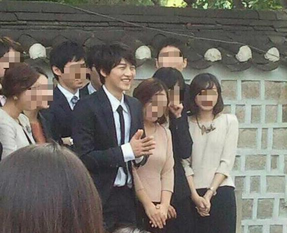 Có ai như Song Joong Ki: Thời sinh viên toàn bị chụp lén và hình nào cũng giống bìa tạp chí - Ảnh 10.