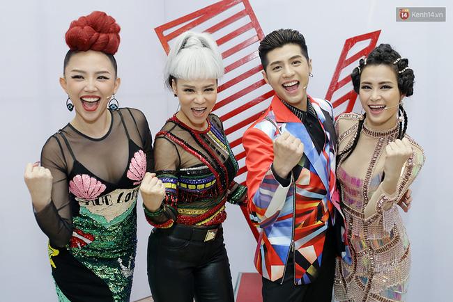 Netizen ví thời trang của bộ tứ HLV The Voice Việt 2017 như 2NE1 và... Võ Lâm Truyền Kỳ - Ảnh 1.