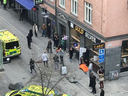 Khủng bố bằng xe tải ở thủ đô Thụy Điển, ít nhất 5 người chết - Ảnh 5.