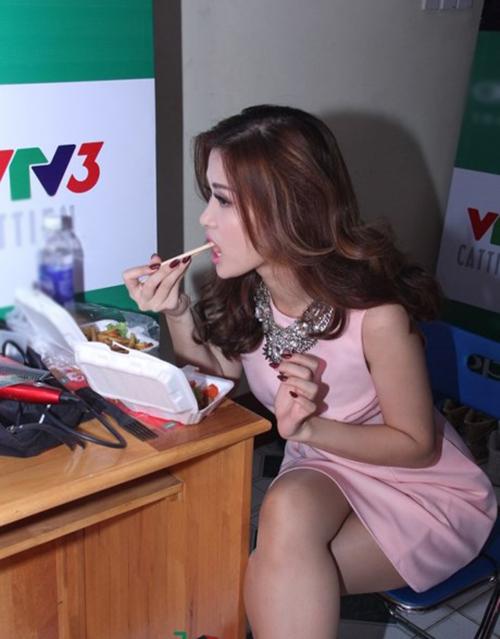 Sau sự hào nhoáng bên ngoài của showbiz, vẫn có những khoảnh khắc sao Việt giản dị đến khó tin! - Ảnh 21.
