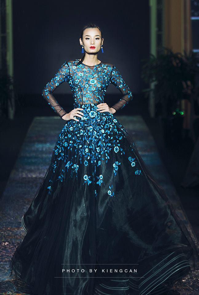Hoa hậu Thu Thảo và Angela Phương Trinh đụng hàng: Cùng một chiếc váy nhưng mỗi người một vẻ - ảnh 4